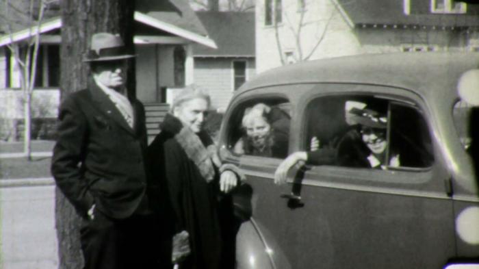 grandchildren-kids-waving-bye-goodbye-grandpa-and-grandma-1940s-vintage-film-home-movie-1628_hdbsgn68__F0007